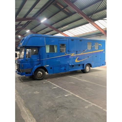3 - Dodge 100 Classic 'Commando' Horse Box/Lorry, 1983, Blue with Twin Axle-rigid Body. A very impressiv...