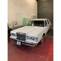 LINCOLN TOWNCAR 1988, 5 LITRE MONSTER, showing 11,560 miles. White with beige leather interior. Taxed to 10/20 and Vintage. New NCT required. This is the 'Signature' edition which includes pillar windows, leather half roof and well as many additional electrics