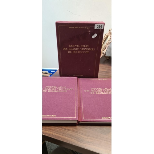 26 - 2 Volumes 1999 Nouvel Atlas Des Grands Vignobles de bourgogne. From French to English