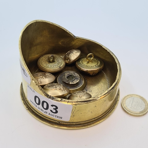 3 - Trench art army firing cap ashtray with a associated WW1 buttons.