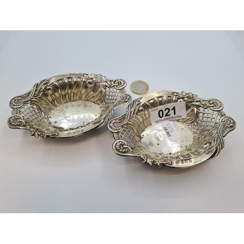 21 - Two sterling silver dishes. Birmingham hallmarks 50g combined.