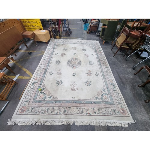 602 - A Huge Hand Woven Chinese Wool Pattern Carpet. Mm: 220 x 380 cm.