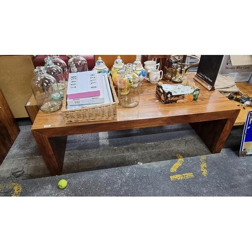 Large, beautiful, heavy hardwood coffee table. Mm: 50cm x 154cm x 78cm.