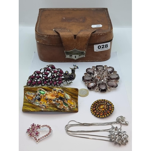 28 - A collection of five large polished stone costume jewellery pieces. Consisting of two attractive hai...