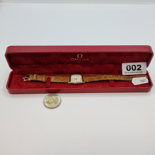 40 - A ladies Omega DeVille wristwatch with flush crown  and original strap, with quartz movement. In Ome...