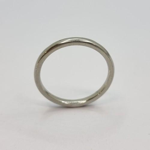 2 - 18K white gold band ring. Ring size M 1/2, weight 2.3g.