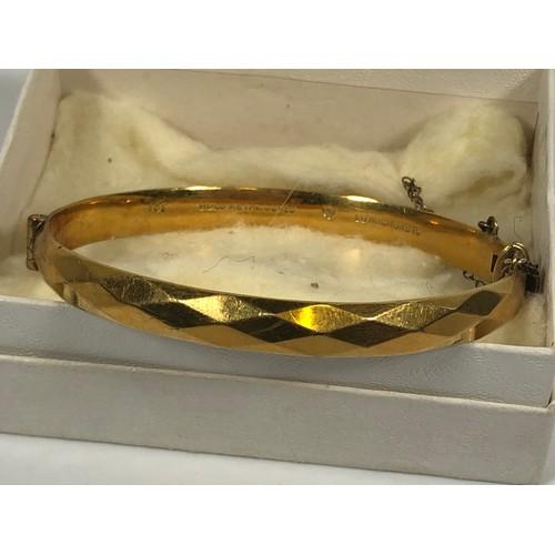 1 - Vintage filled gold bangle. Safety chain. Stamped 9ct. 19gr....