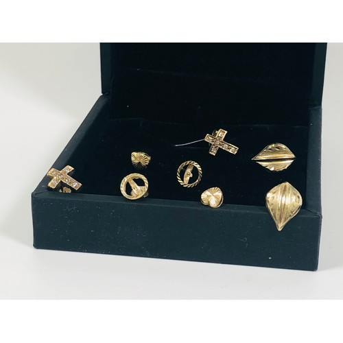 9 - 4 pairs of 9ct gold stud earrings. 3.32 gr. Gold tested....