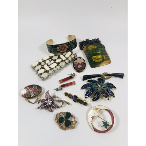 51 - Large lot of enamel jewellery, brooches, earrings, bangles, scarf rings etc.. 2 pictures.