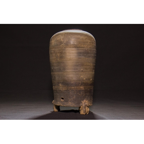14 - VASE - HAN DYNASTY - CHINA - 2nd CENT. B.C. - 1st CENT. A.D. Vase in dark terracotta - China, Shaanx...