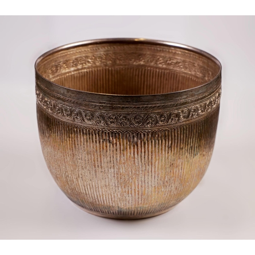15 - SILVER BOWL - BURMA - LATE 19th SECOLO Bowl - embossed silver - Burma - late 19th century...