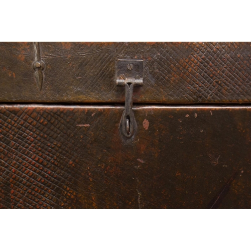 28 - TRUNK - TIBET - 19th CENTURY Trunk - Tibet - Tibetan black pine and Yak  leather...