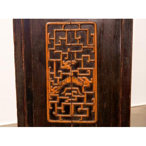 31 - BOOK CASE - CHINA SHANXÌ PROVINCE - 19th CENTURY Book case - China, Shanxì Province - lacquered elm ...