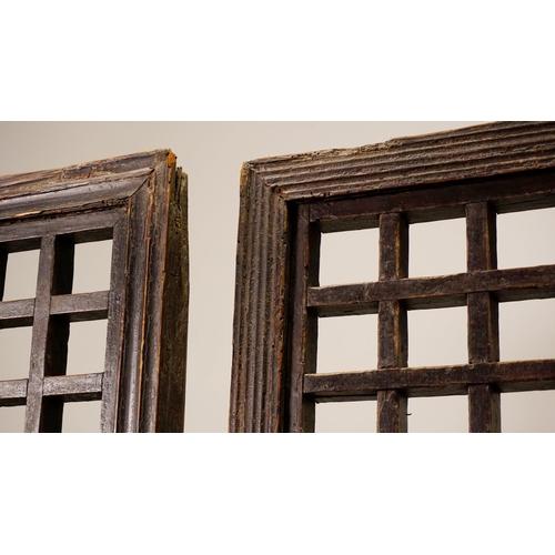 37 - SCREEN - CHINA SHANXÌ PROVINCE - 19th CENTURY Screen, geometric pattern - three sections - China, Sh...