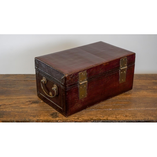61 - SMALL CHEST  - CHINA, SHANXÌ PROVINCE - 19th CENTURY Wooden small chest covered in leather and lacqu...