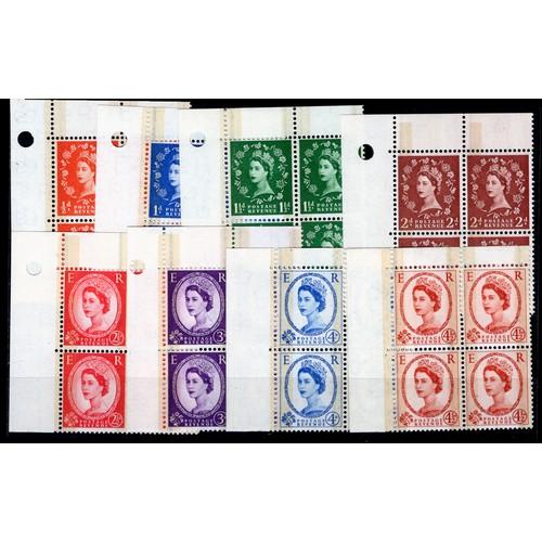 15 - <strong>Great Britain</strong>, QEII, 1959, set of 8 phosphor graphite blocks in NW corner marginal ...