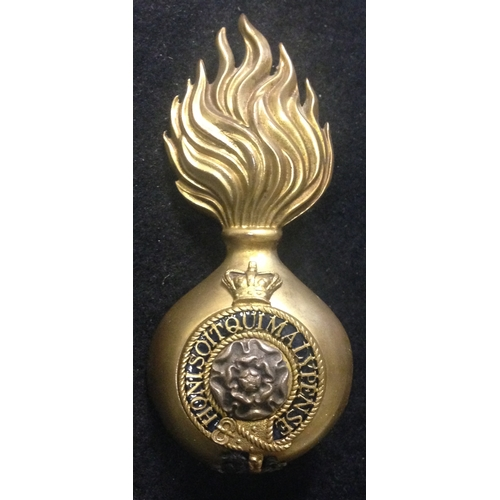 26 - <strong>Royal Fusiliers Racoon Skin cap Grenade Badge.</strong><br /><br />Victoria Crown.<br />2 Th...