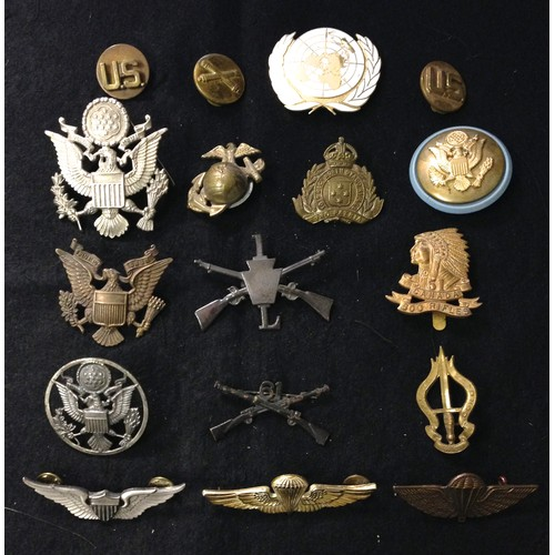 32 - <strong>Collection of American and Canadian badges.</strong><br /><br />Collection of 13 American an...