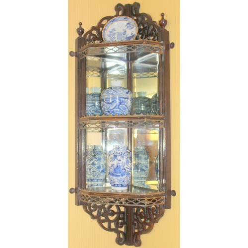 43 - Mirrored Corner Wall Piece with 2 Chinese Vases and Plate. 320mmW x 200mmD x 850mmH....