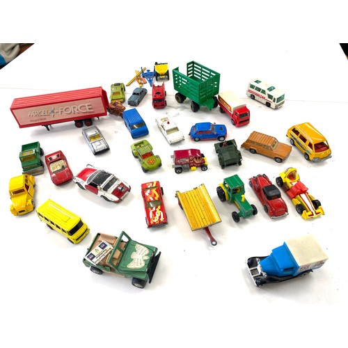 32 - Selection of vintage die cast vehicles...