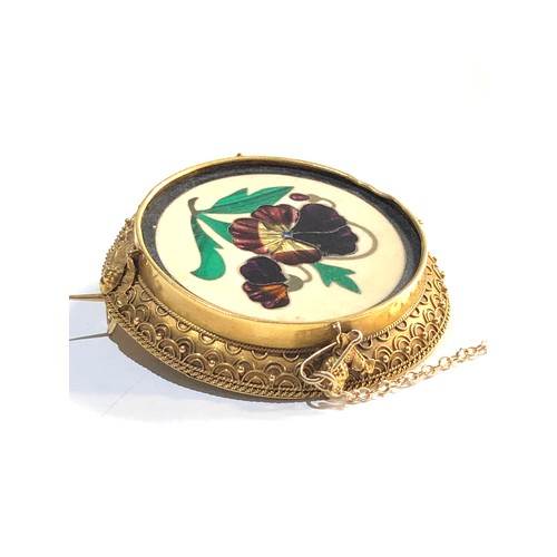 34 - Victorian 18ct Pietra dura mosaic brooch measures approx 42mm dia...