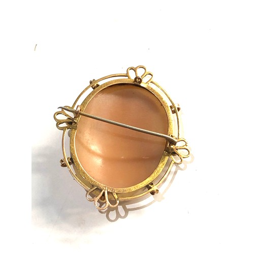 24 - 9ct gold cameo brooch...