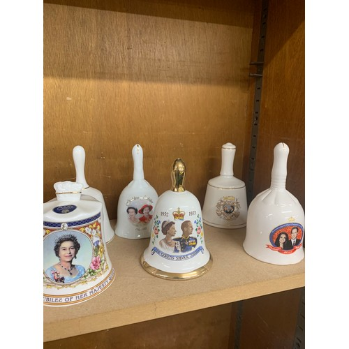 19 - Large selection of 17 commemorative bells, all in good overall condition...