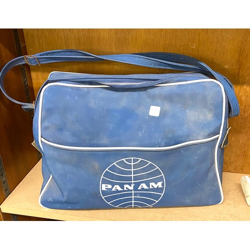 48 - Vintage pan am bag...