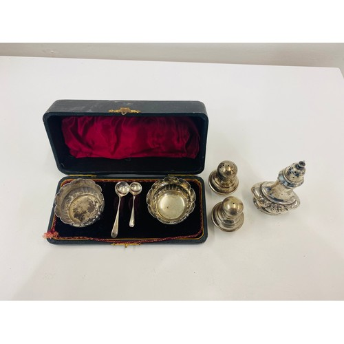 54 - Boxed silver hallmarked salts set with spoons, total approximate weight 135g...