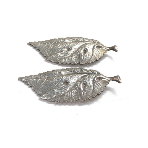26 - Pair of unusual italian silver leaf design paper clips hallmarked BR 800 measure approx 6.5cm by 2.7...