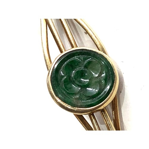 132 - Vintage 14ct gold & jade clip measures approx 5cm wide weight 4.4g