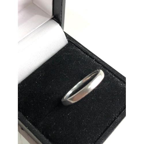136 - Platinum ring weight 4.5g