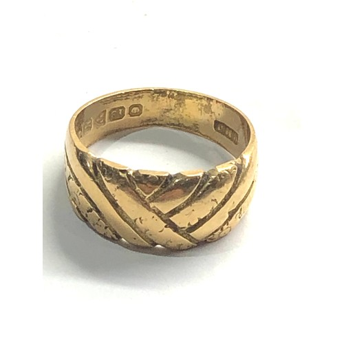 348 - Vintage 18ct Gold twisted detail band ring