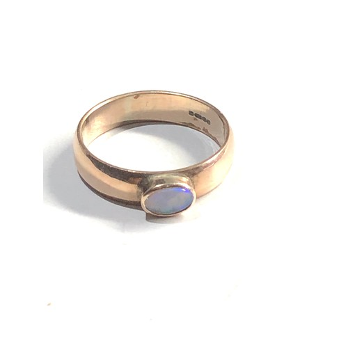 331 - 9ct Gold opal solitaire chunky band ring 2.9g