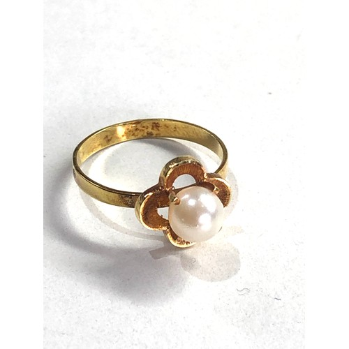 216 - 18ct pearl ring 1.7g