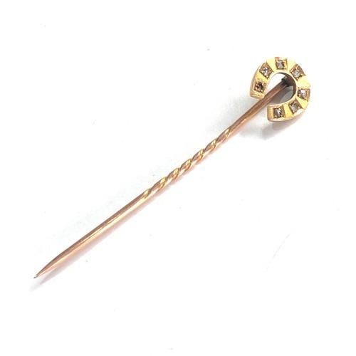 415 - Boxed antique 15ct gold diamond topped horse shoe motif stick pin, stone missing diamond 1.8g