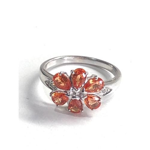 205 - 9ct White gold flower ring set with orange stones 3.3g