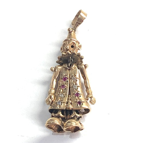 342 - Vintage 9ct gold ruby set articulated clown pendant 7.7g