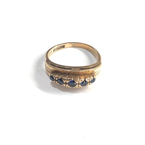 305 - 9ct gold sapphire 5 stone ring 3.2g