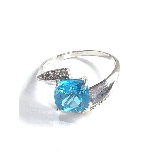 437 - Vintage 14ct white gold topaz & diamond stylised ring 4.7g