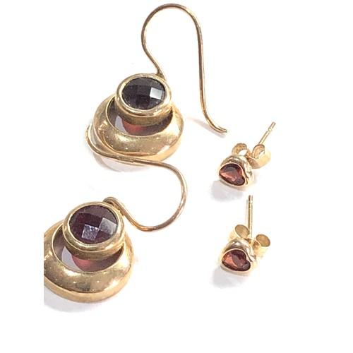 322 - 3 x 9ct garnet earrings 5g