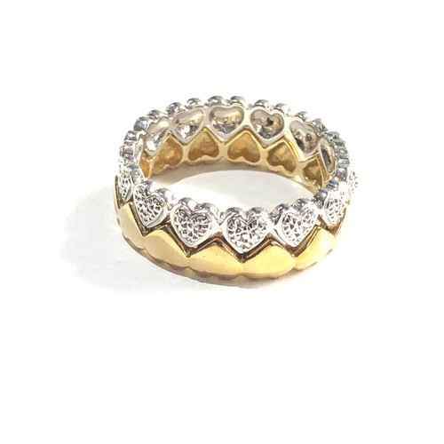 229 - 9ct two tone interlocking heart rings w/ diamond detail 5.6g