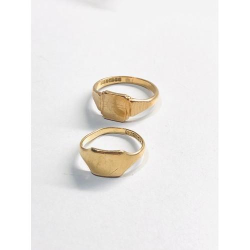 368 - 2 x 9ct Gold signet rings 5.4g 1 split