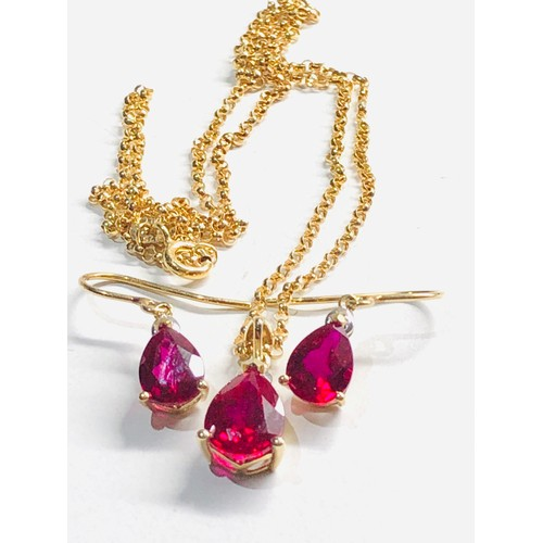262 - 9ct gold jewellery set inc. diamond detail, necklace, earrings 3.7g