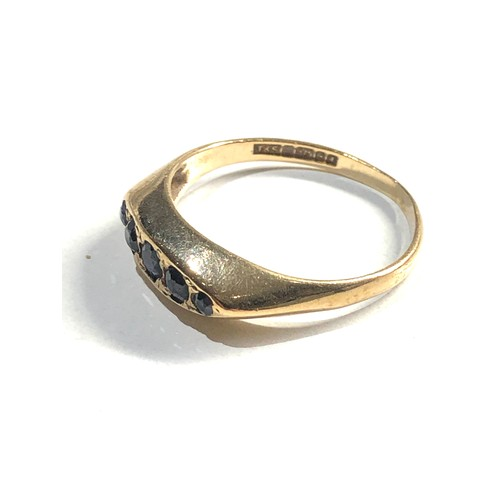 490 - 9ct gold sapphire 5 stone gypsy ring 2.5g