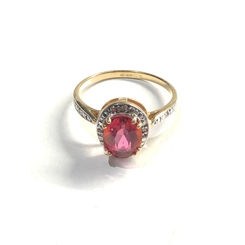 323 - 9ct Gold topaz and diamond cluster ring 3g