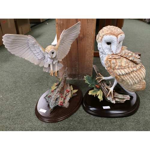 27 - 2 Models of owls on stands 'signature collection Country Artists'...