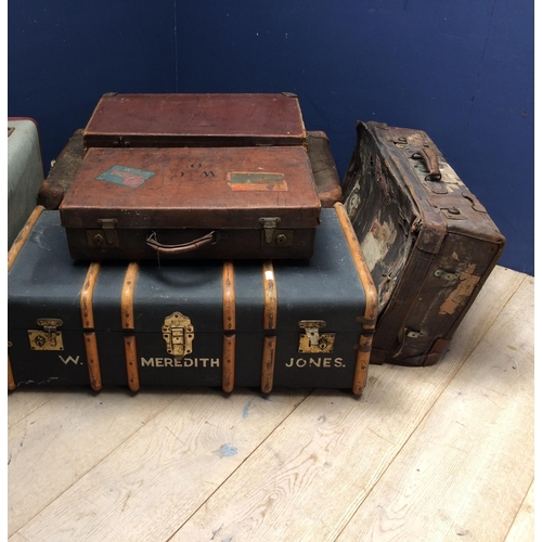 31 - Qty of old leather suitcases & various trunks/luggage...