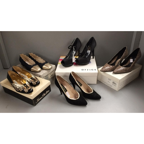 46 - 5 Pairs of ladies shoes, 1 pair unboxed sizes approx 4-7...