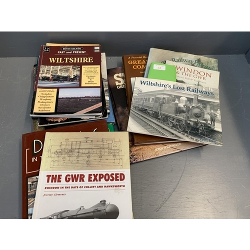 32 - Qty of books relating to GWR & railways, to include WILTSHIRE LOST RAILWAYS, GW coaches 1903-1948...
